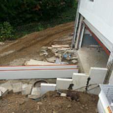 Das Sektionaltor der Doppelgarage wird gerade eingebaut!
